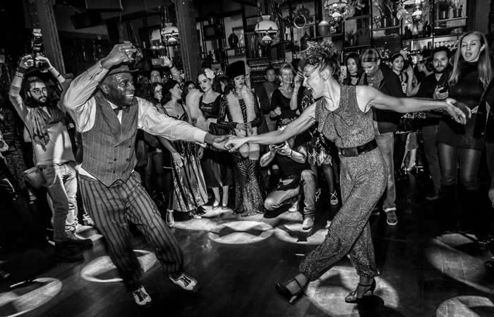 Danse, claquettes, swing, bar à Paris